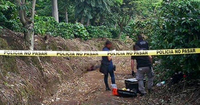 Encuentran cadáver semi enterrado de un hombre en Santiago Nonualco, La Paz