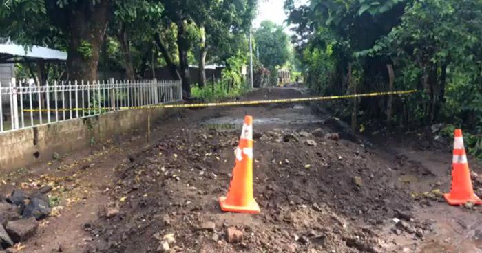 Mujer fue asesinada esta madrugada frente a su hija, de 2 años de edad, en Sonsonate