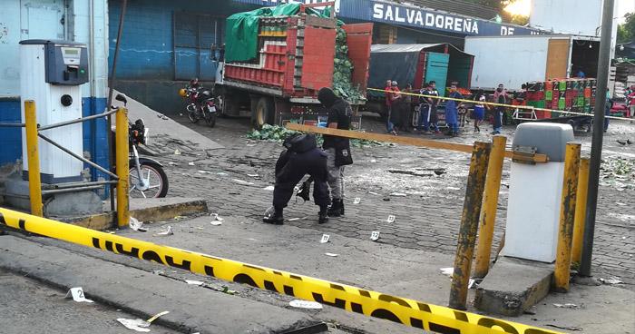 Vigilante asesinado y dos personas lesionadas, tras ataque armado al interior del mercado La Tiendona