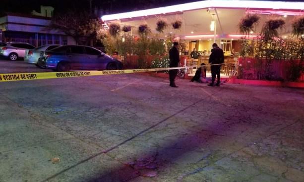 Asesinan a taxista mientras esperaba clientes sobre la Alameda Roosevelt, San Salvador
