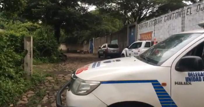 """Asesinan a una vendedora afuera del centro escolar """"Cantón El Ojuste"""", en Usulután"""