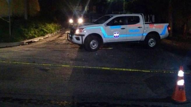 Desconocidos interceptan un vehículo y matan a su conductor en Ahuachapán