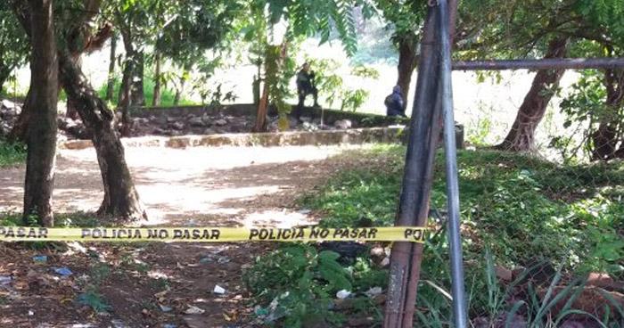 Encuentran el cadáver de un hombre a orillas del río Tomayate en Cuscatancingo