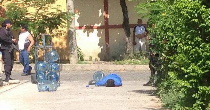 Un repartidor de agua embotellada, fue asesinado a balazos esta tarde en San Marcos