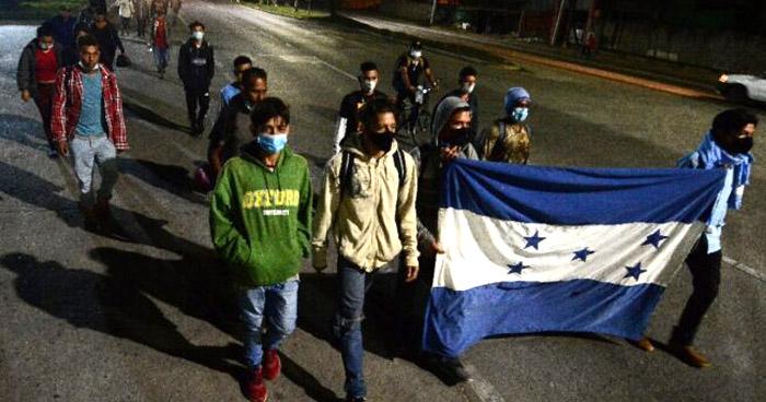 300 hondureños partieron en caravana hacia Estados Unidos