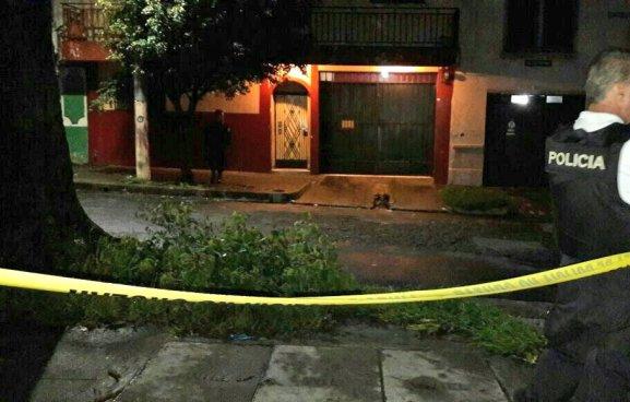 Un pandillero fue asesinado anoche al interior de un hospedaje en San Salvador