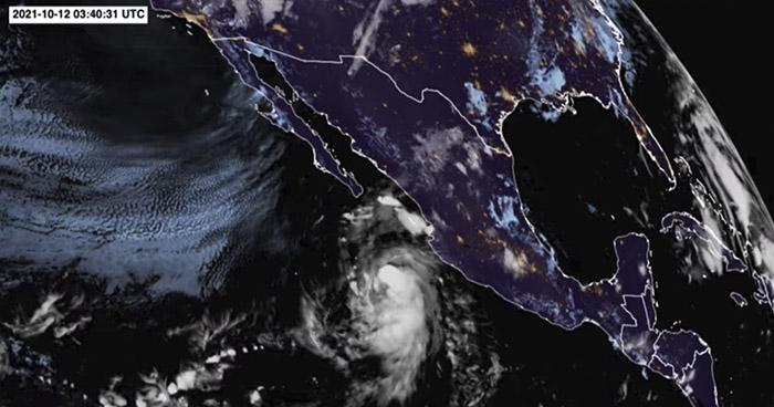 Huracán Pamela toca tierra en la costa del Pacífico mexicano