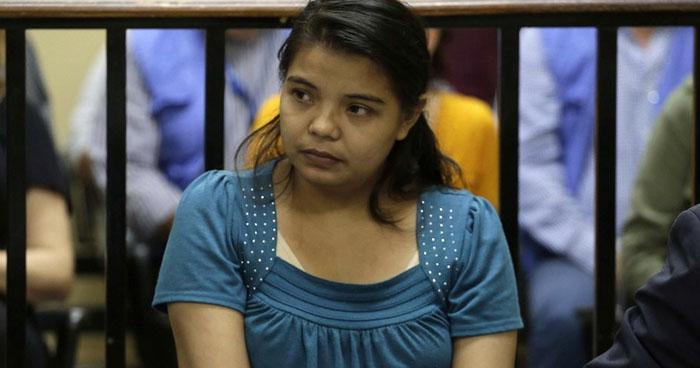 Absuelven a salvadoreña encarcelada tras sufrir parto espontáneo