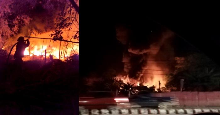 Fuerte incendio de maleza seca se registra esta noche en el Bulevar del Ejercito, Soyapango