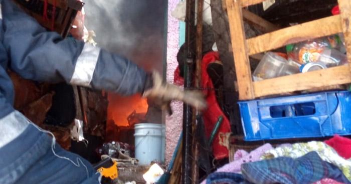 Bomberos sofoca incendio en vivienda de Ahuachapán