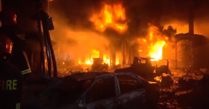 Más de 70 personas murieron en un voraz incendio en la capital de Bangladesh
