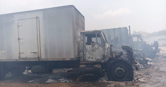 Tres vehículos se quemaron en incendio en San Martín