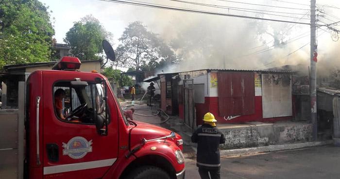 Incendio consume negocio de comida mexicana en Cuscatancingo