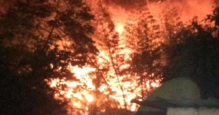 Incendió dañó un taller y una vivienda en colonia de Mejicanos