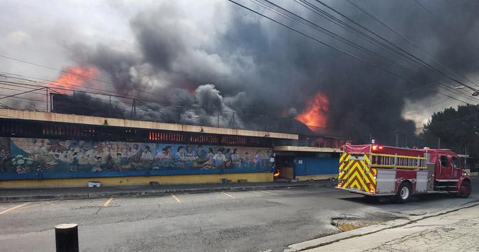 Incendio de gran magnitud en Mercado San Miguelito