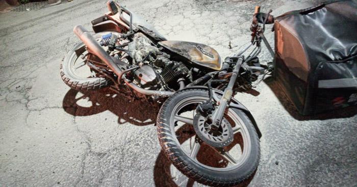Dos lesionados tras choque entre motociclistas en Sonsonate