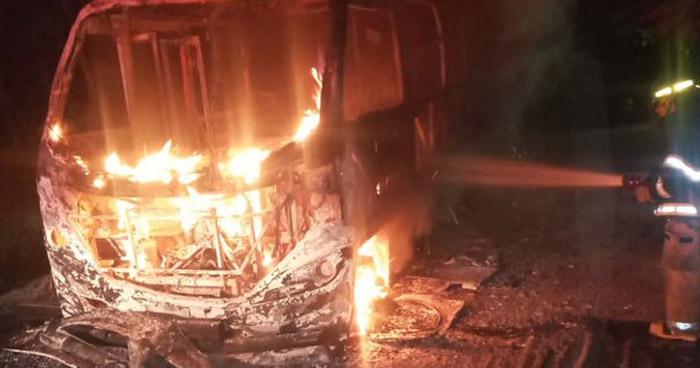 Microbús Ruta 23 se incendia en Ayutuxtepeque