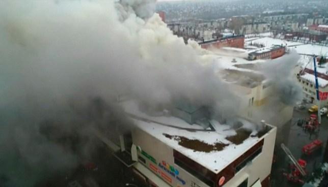 Al menos 37 muertos y decenas de desaparecidos tras incendio en un centro comercial en Rusia