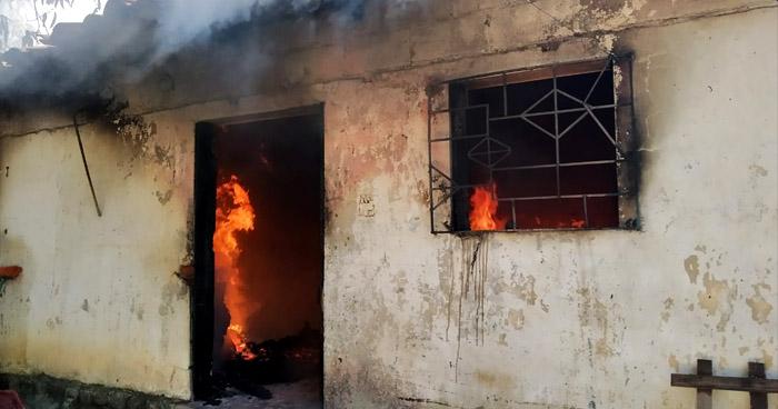 Incendio daña una vivienda en Apopa
