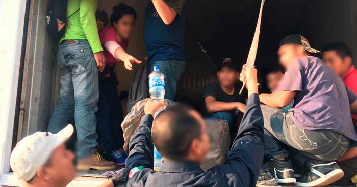 Encuentran a 124 migrantes centroamericanos a bordo de tres camiones en México