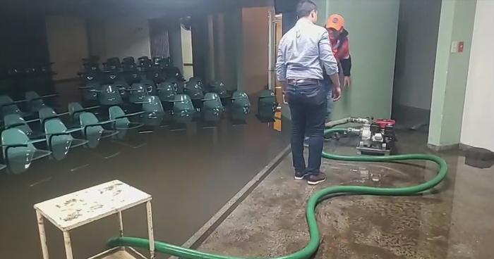 Hospital San Juan de Dios de San Miguel inundado por intensa lluvia