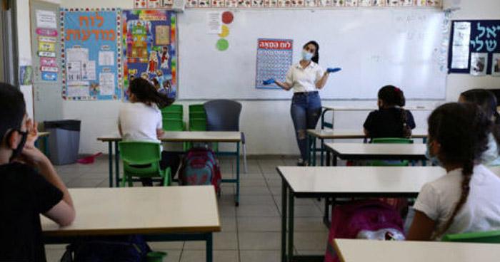 Israel sancionará a profesores no vacunados y sin test negativo a COVID