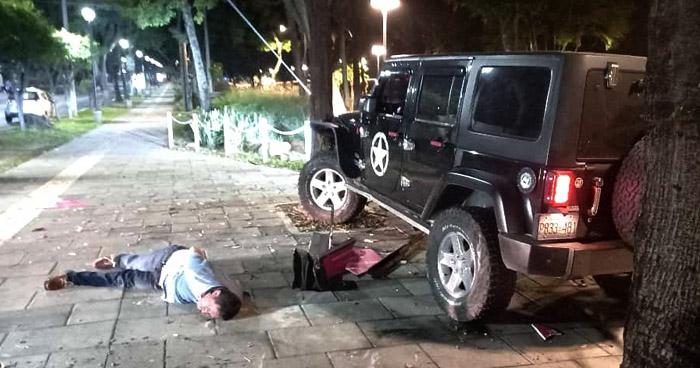 Conductor con más de 300° de alcohol persigue y choca a otro automovilista en San Salvador