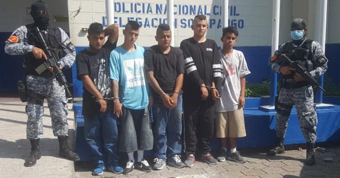Capturan a 5 peligrosos pandilleros en colonia La Campanera de Soyapango
