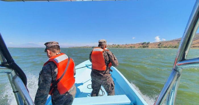 Continúan búsqueda de persona desaparecida en lago de Güija