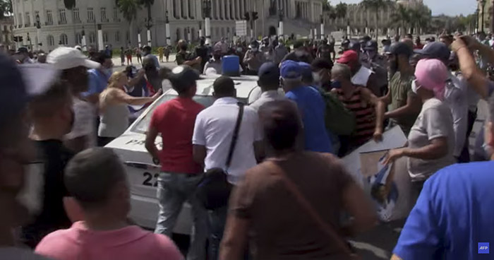 Protestas en Cuba dejan un centenar de detenidos