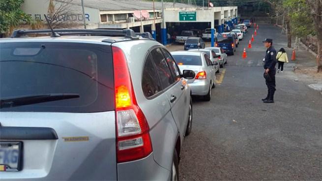 Usuarios reportaron colapso en frontera Las Chinamas, causo largas colas para salir a Guatemala