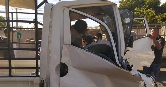 Tres lesionados tras choque en carretera a Sonsonate