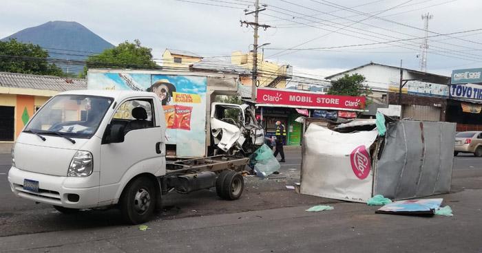 Dos lesionados tras fuerte choque en carretera de San Miguel