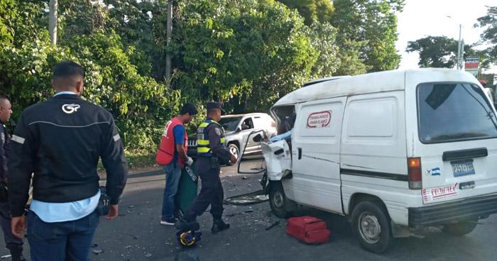 Dos lesionados tras choque en carretera Panamericana, en Cojutepeque
