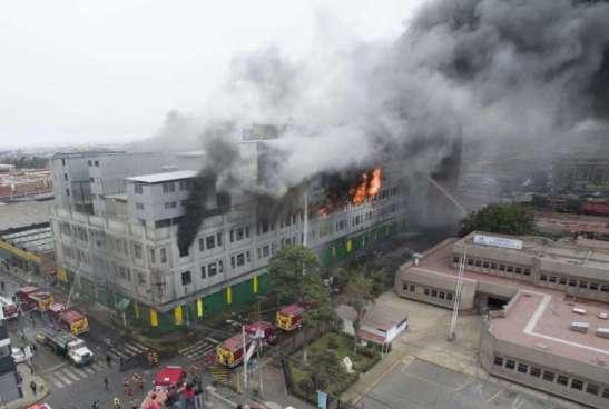 Terrible incendio en el centro de Lima, Perú