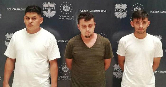 Tres detenidos acusados de limitar la libre circulación
