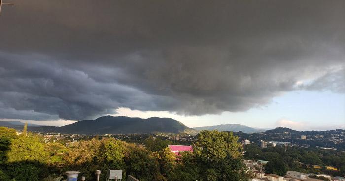 Probabilidad de lluvia durante la noche con énfasis en la zona oriental del país