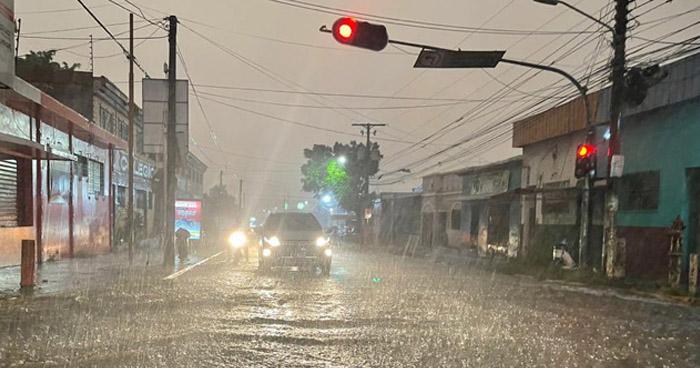 Continuarán lluvias con énfasis en la zona central y occidental del país