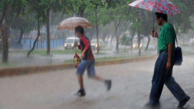 Protección civil emite advertencia a nivel nacional por lluvias