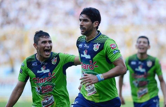 El Loco Abreu, se acordó de su ex equipo y felicito a Santa Tecla
