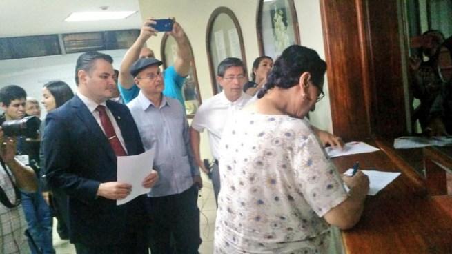 FMLN quiere exigir saber cuantas propiedades tiene cada ciudadano
