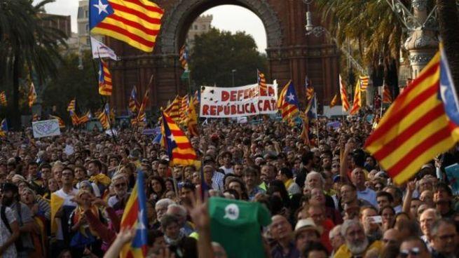 Gobierno español da ultimátum a presidente catalán para que renuncie a la independencia