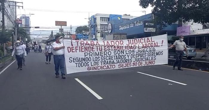 Marchan en protesta contra el Gobierno, Asamblea Legislativa y Corte Suprema de Justicia