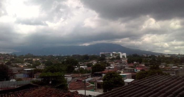 Salida de Onda Tropical podría influenciar lluvias durante la tarde y noche
