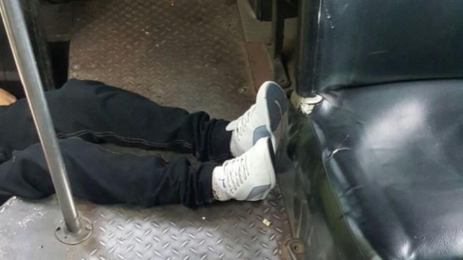 Un pasajero muerto y un estudiante lesionado tras ataque armado en microbús Ruta 33-B en Mejicanos