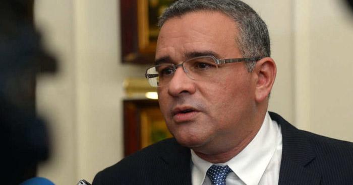 Giran orden internacional de captura contra el expresidente Mauricio Funes