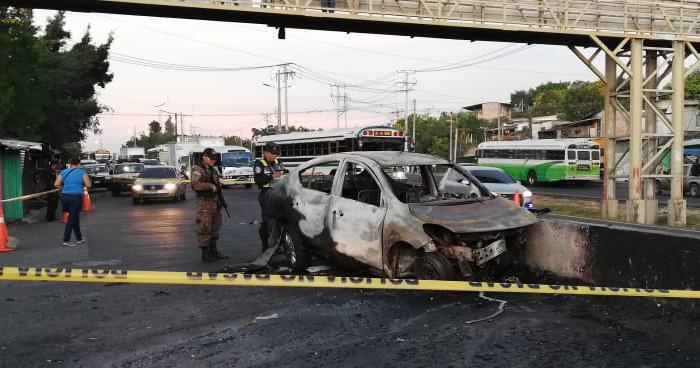 Dos hombres mueren calcinados luego que su vehículo se incendiara tras chocar en San Martin