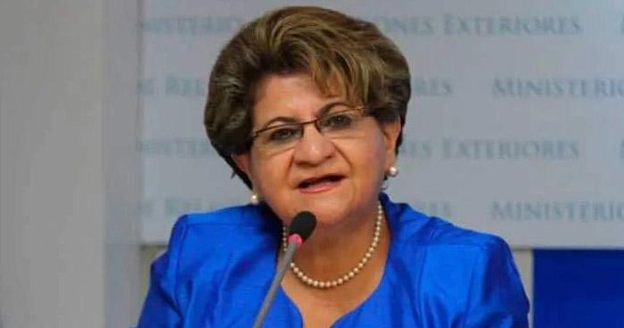Denuncian captura de Exministra de Salud, Violeta Menjivar