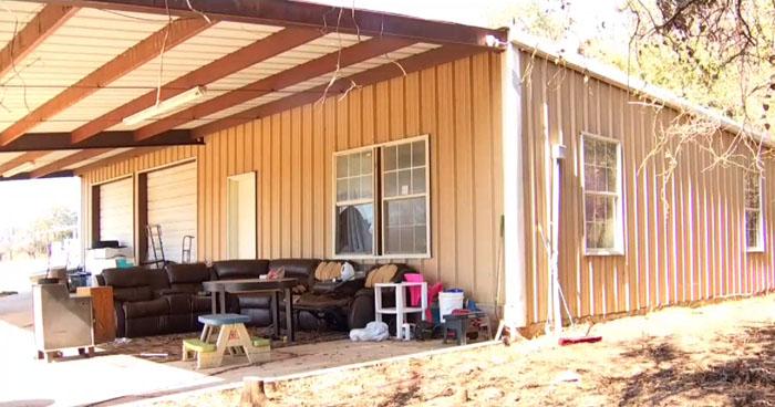 Encuentran a niños encerrados en jaulas para perros en Texas, Estados Unidos