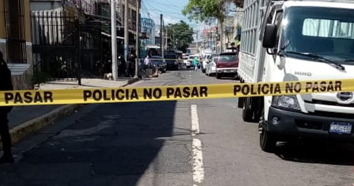 Un fallecido y un lesionado deja tiroteo en el centro de San Salvador